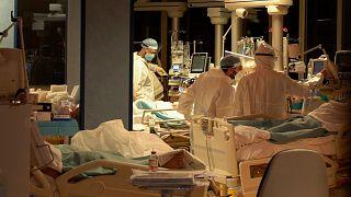 Roma yakınlarında bulunan Casalpalocco hastanesinde Covid-19 hastaları tedavi ediliyor