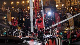"""شاهد: الفرنسي """"يانيك بيستافين"""" يُحقق المركز الثالث في سباق مشهور للسفن الشراعية"""