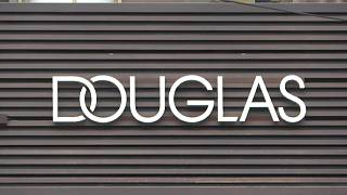 Douglas-Logo an Filiale in Berlin.