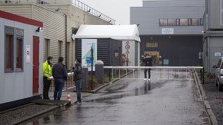 """مدخل مصنع لقاحات في بلجيكا تديره شركة """"نوفاسيب في سنيف ، بلجيكا ، الخميس 28 يناير 2021"""