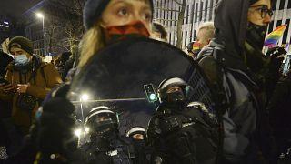 Den zweiten Abend hintereinander gab es Proteste vor dem Verfassungsgericht in Warschau
