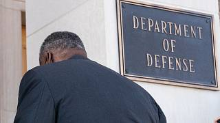 وزیر دفاع جدید آمریکا در حال ورود به ساختمان پنتاگون