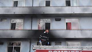Das Feuer brach im Ergeschoss des Klinik-Gebäudes aus. Die Feuerwehr verhinderte die Ausbreitung auf den ersten Stock