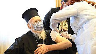 Ο Οικουμενικός Πατριάρχης Βαρθολομαίος δέχεται την 1η δόση εμβολιασμού στην Κωνσταντινούπολη