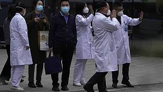 Hubei Eyaleti Şinhua Hastanesi sağlık personeli Dünya Sağlık Örgütü ekibini ağarladı