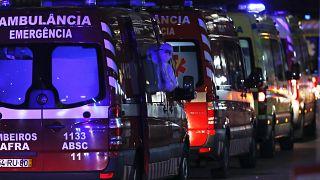 Очередь из машин скорой помощи в Лиссабоне