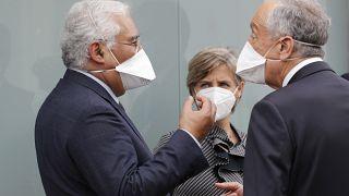 Le président portugais Marcelo Rebelo de Sousa, le Premier ministre Antonio Costa et la ministre de la Santé Marta Temido dans un hôpital de Lisbonne, le 26 janvier 2021