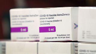 جرعات من لقاح كوفيد-19 الذي طورته جامعة أكسفورد وشركة صناعة الأدوية أسترازينيكا في المملكة المتحدة