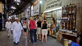 متجر توابل في سوق مرشد في دبي ، الإمارات العربية المتحدة.