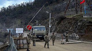 Azerbaycan askeri kontrol noktası-Dağlık Karabağ