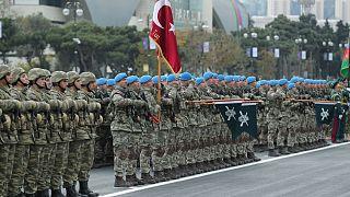یگانی از کماندوهای ترک در رژه نظامیان ارتش آذربایجان، باکو
