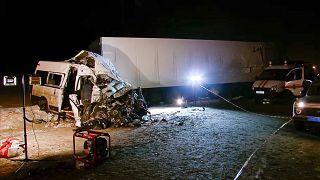 Doce muertos en un trágico choque entre un bus y un camión en Rusia