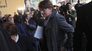 أرلين فوستر تتحدث مع الصحافيين إثر لقاءها كبير مفاوضي الاتحاد الأوروبي بشأن بركسيت ميشال بارنييه في بروكسال. 2019/04/11