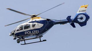 Briesen kenti yakınlarındaki A12 otoyolu üzerinde uçan bir polis helikopteri (Almanya / arşiv)