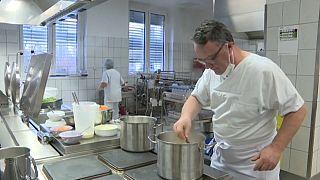 """""""Звёздный"""" шеф готовит для пациентов и врачей немецкой больницы"""