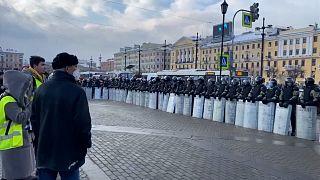شاهد: اعتقالات بالجملة في روسيا وطوق أمني وسط موسكو مع تجدد المظاهرات المناهضة لبوتين