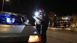 Περιπολία για την τήρηση των περιοριστικών μέτρων στους δρόμους της Αθήνας