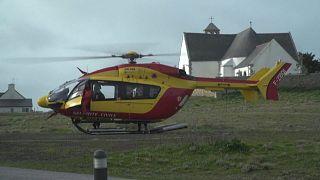 Imagen del helicóptero que transporta al equipo médico a las islas francesas