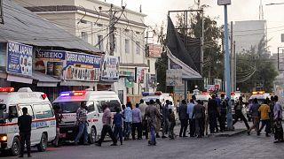 Somali'nin başkenti Mogadişu'da Afrik Otel'in önünde bomba yüklü araçla intihar saldırısı düzenlendi