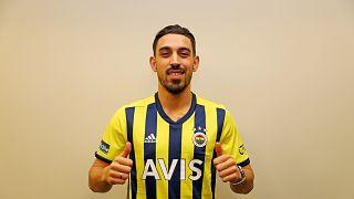 Fenerbahçe'nin Medipol Başakşehir'den transfer ettiği milli futbolcu İrfan Can Kahveci, sarı-lacivertli formayı giydi