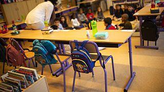 Megviseli a gyerekeket az iskolák bezárása