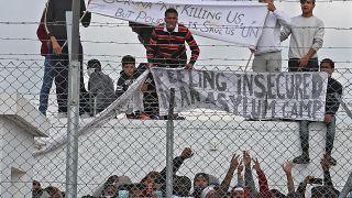 Nέα διαμαρτυρία πραγματοποιούν από το πρωί μετανάστες και πρόσφυγες στο Κέντρο Υποδοχής Πουρνάρα στην Κοκκινοτριμιθιά.