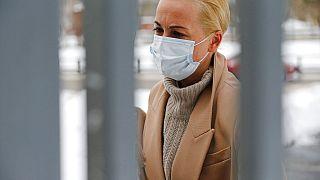 Julia Nawalnaja auf dem Weg in das Moskauer Gericht, das sie zu einer Geldstrafe verurteilte