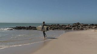 Surf is up for Moroccans staying put in Dakhla