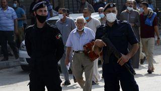 الفلسطينيون يبدأون التلقيح منتصف الشهر الحالي ويتسلمون ألفي جرعة من إسرائيل