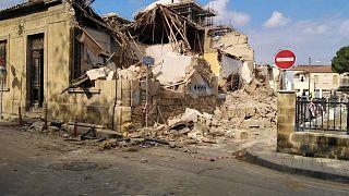 Οι τέσσερις οικοδομές που βρίσκονταν επί της οδού Ισοκράτους, πλησίον της Αρχιεπισκοπής, κατεδαφίστηκαν σήμερα το πρωί