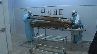 تزايد وفيات كوفيد-19 يرهق شركات دفن الموتى في البرتغال