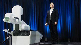 ایلان ماسک در مراسم معرفی محصولات نورالینک در سال ۲۰۲۰
