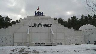 Crew-Photo in der Forschungseinrichtung LunAres