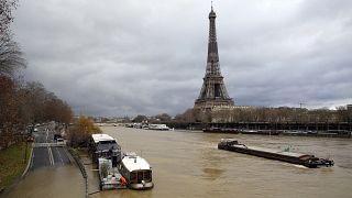 Árad a Szajna Franciaországban, a meteorológusok további esőzéstől tartanak.