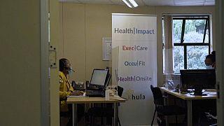 Afrique du Sud : un centre d'appel pour informer sur la Covid-19