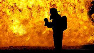 При крупном пожаре в Красноярске погибли пожарные