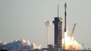 انفجار صاروخ فضائي لسبيس إكس خلال هبوطه
