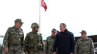 وزیر دفاع ترکیه در جمع فرماندهان ارتش در شمال سوریه