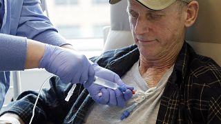 Paciente com linfoma recebe imunoterapia celular como parte de um estudo sobre novos tratamentos