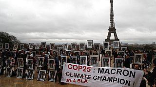 İklim aktivistleri ocak ayı ortasında Fransa'nın başkenti Paris'te Cumhurbaşkanı Macron'u küresel ısınma konusunda yetersiz kaldığı gerekçesiyle protesto etmişti.