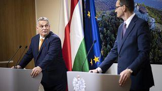 Orbán Viktor magyar és Mateusz Moraviecki lengyel kormányfő a december 10-i EU-csúcson
