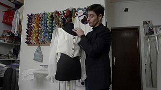 Nicolás Montenegro en su taller de Lantejuela