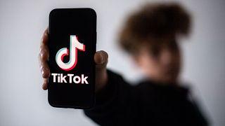 """تطبيق """"تيك توك"""" على الهواتف المحمولة"""