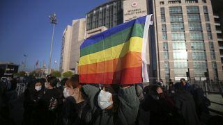 طلاب من جامعة بوغازيتشي يتظاهرون في إسطنبول مطالبين بإطلاق سراح رفاقهم