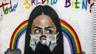"""Wird am Ende alles gut?"" Wandbild zu Corona in Barcelona."