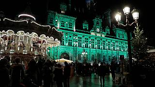 Il municipio di Parigi illuminato di verde, per celebrare il quinto anniversario dell'Accordo sul clima. 12/12/2020
