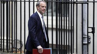 Ο υπουργός Εξωτερικών της Βρετανίας Ντόμινικ Ράαμπ επισκέπτεται την Κύπρο ενόψει της άτυπης συνάντησης 5+1