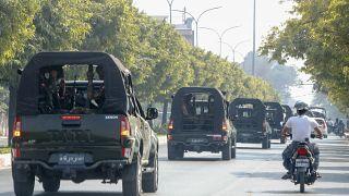 صور لمركبات تابعة للجيش في ميانمار
