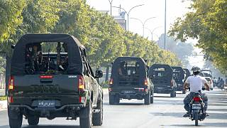 Katonai konvoj a mianmari Mandalay-ban, 2021. február 3-án.