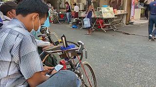 Birmanie : la junte militaire coupe l'accès à Facebook